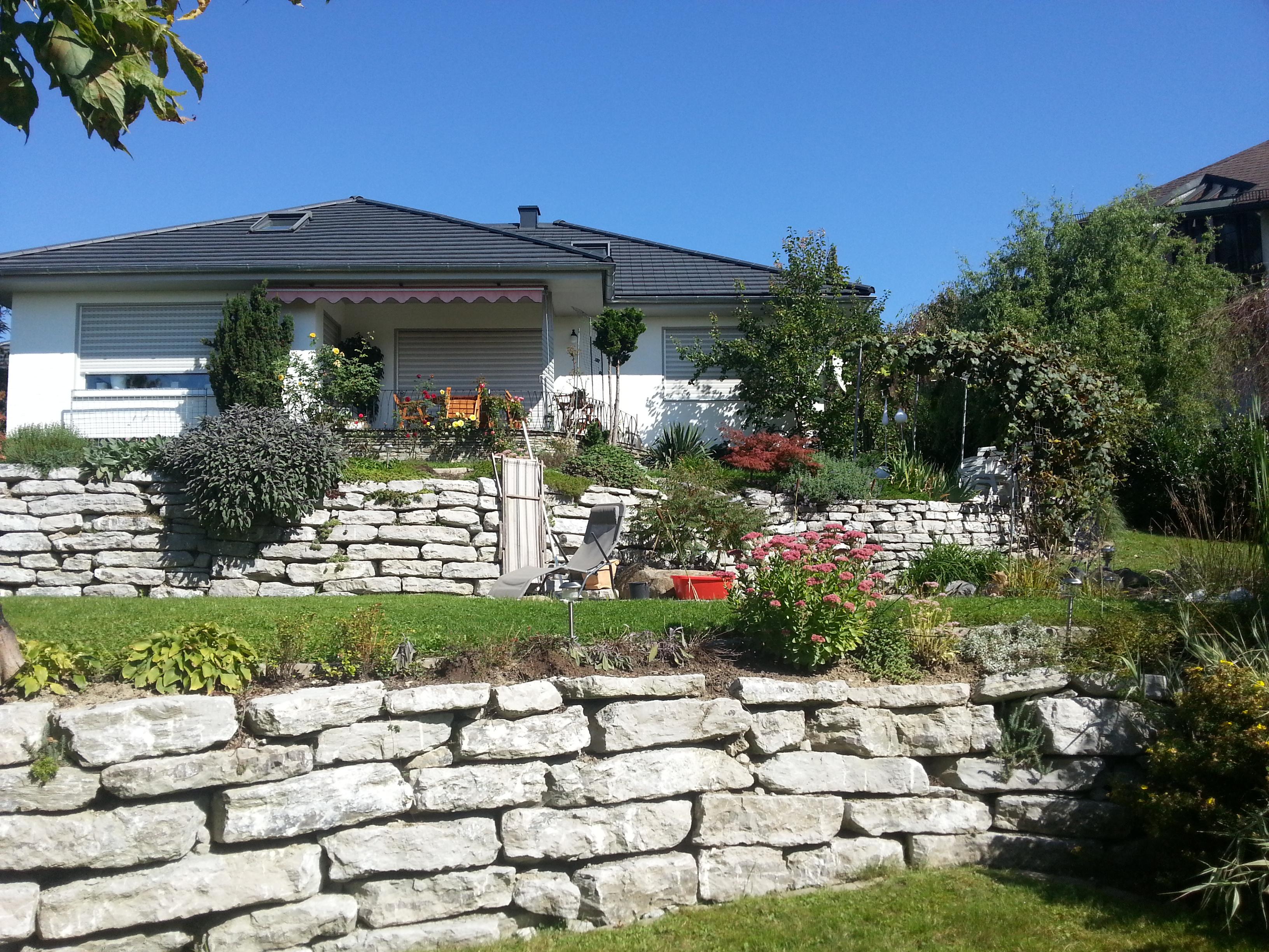 Etagengarten mit Trockenmauerwerk